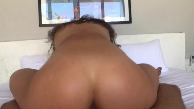 waitress with big ass fucked guy by her pussy and mouth